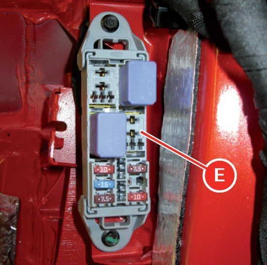 Ferrari FF - fuse box diagram - luggage compartment - box E