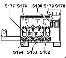 Volkswagen Bora - fuse box diagram - position of fuses in fuse holder/battery